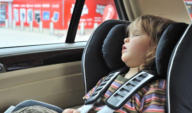 Zur Strafe ins Auto gesperrt (Foto)
