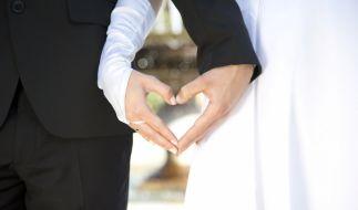 Zwei wildfremde Menschen heiraten bei ihrem ersten Treffen: Kann das funktionieren? (Foto)