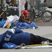 Zwei Obdachlose stehen in Köln vor Gericht einen Mann getötet und angezündet haben. (Foto)