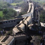 Zwei Züge sind am 11.08.2017 in Alexandria (Ägypten) zusammengestoßen.