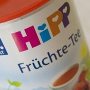 Zweifelhafte Ehre: Die zuckrigen Kindertees der Firma Hipp sind von der Verbraucherorganisation Foodwatch mit dem Negativpreis Goldener Windbeutel ausgezeichnet worden.