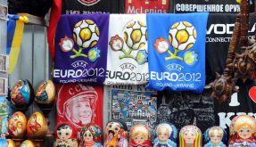 Zwischen Juri Gagarin und Matroschkas: Die Shirts mit dem Logo der Euro 2012 in Kiew könnten zum Lad (Foto)