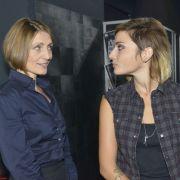 Zwischen Rosa (Joana Schümer, links) und Anni (Linda Marlen Runge) knistert es. (Foto)