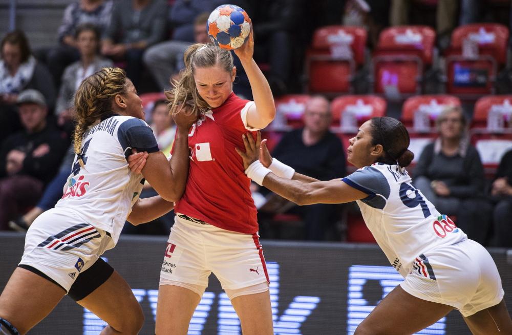 Nackt-Foto nach Pokal-Sieg: Im Siegesrausch! Handball