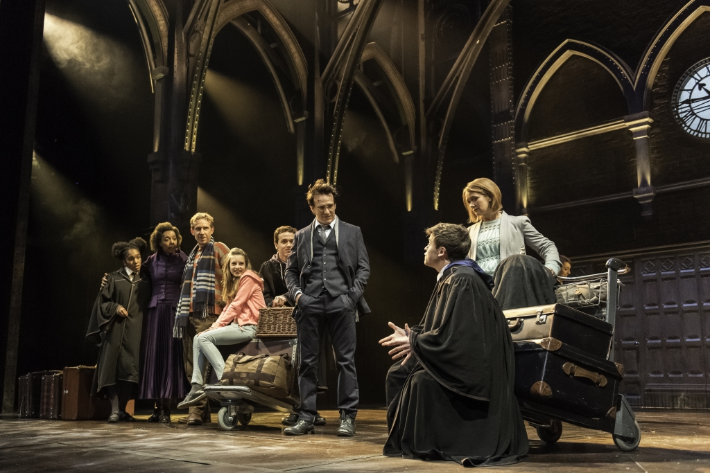 Harry Potter Und Das Verwunschene Kind In Hamburg Vvk Start So Sichern Sie Sich Die Heiss Begehrten Theater Tickets News De