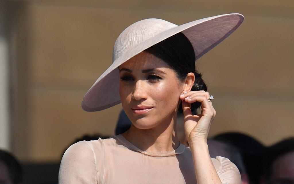 3358793bcdae74 Meghan Markle : Unglaublich! SO viel kostet Meghans Luxus-Garderobe ...