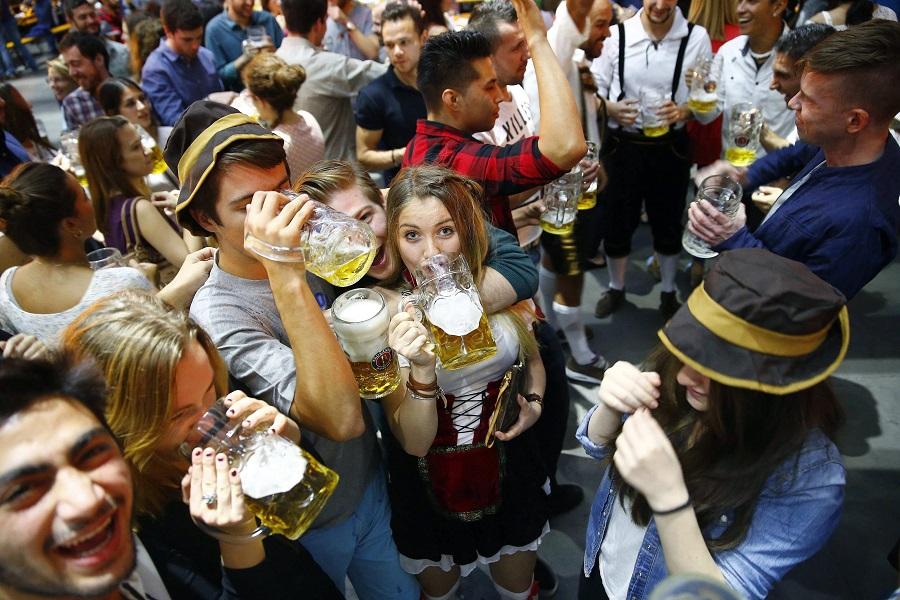 Oktoberfest-Abstürze 2015: Wiesn-Bedienungen packen aus