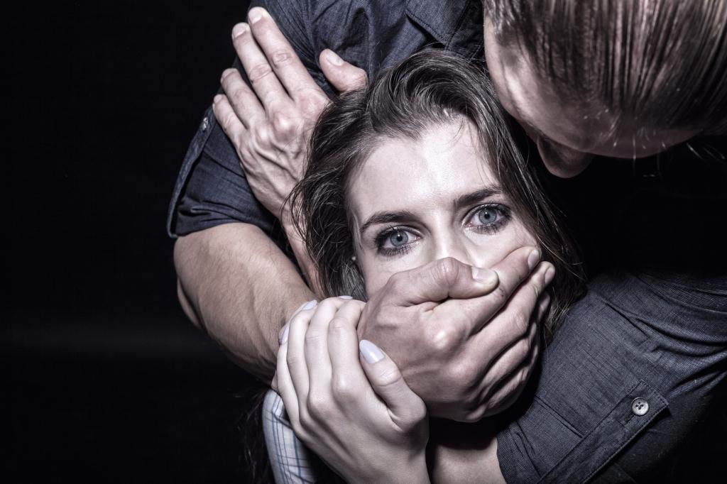 Sex Attacke In Lüneburg Junge Muss Vergewaltigung Seiner Mutter Mit