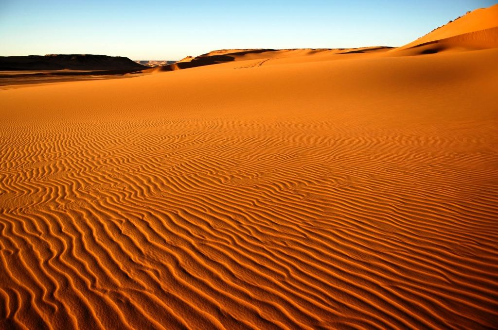 Schnee In Der Sahara Schneeweiß Statt Glutrot Sanddünen Von Schnee