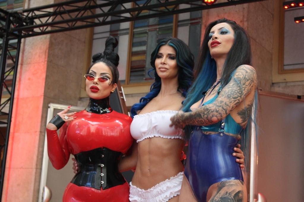 Nackt domina charlize SADO LADIES