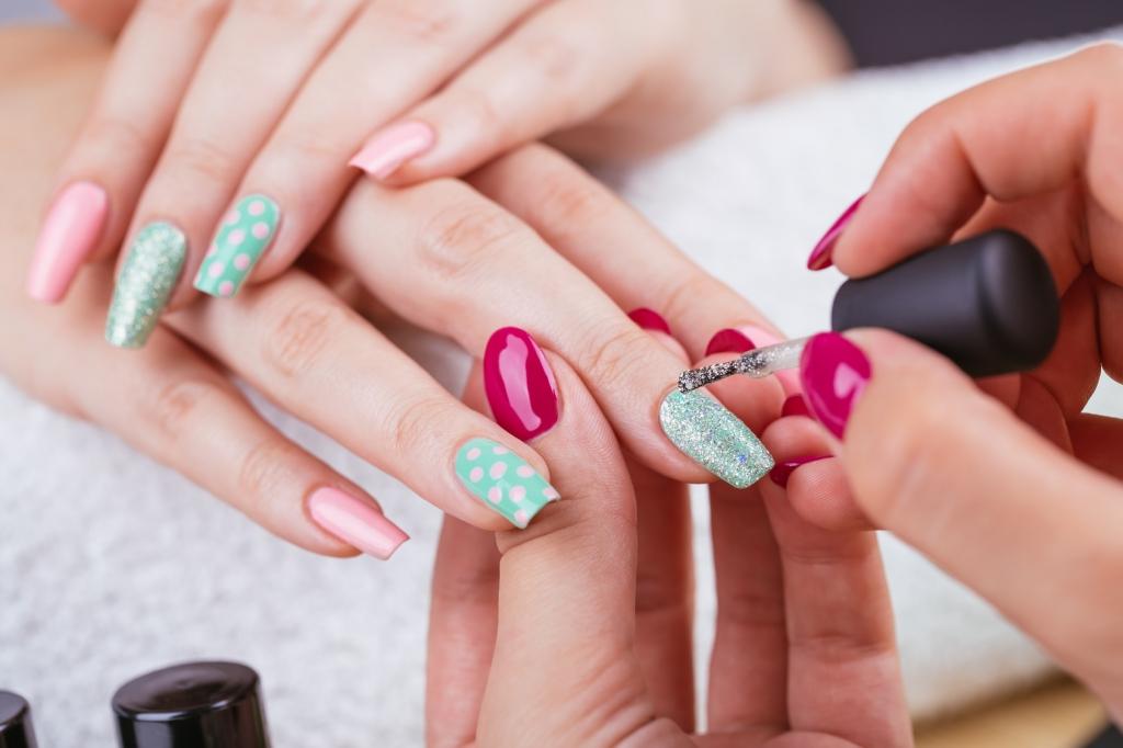 Künstliche Fingernägel: Gesundheitsgefahr! Gelnägel verursachen ...