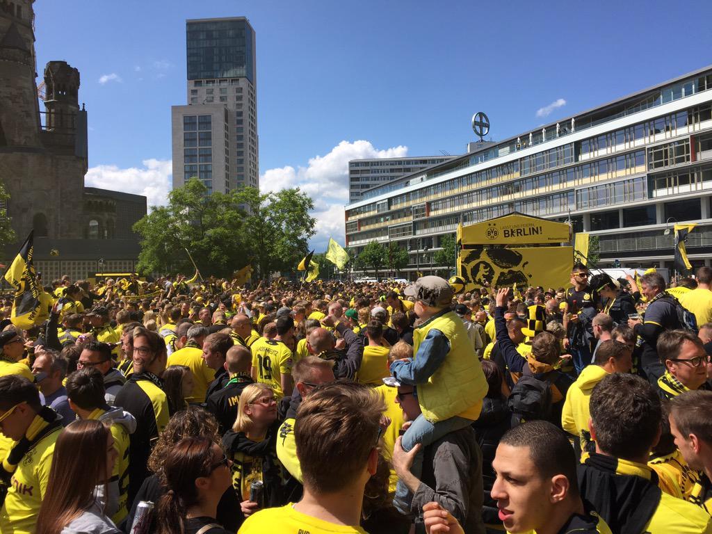 Dfb Pokal Finale 2015 In Berlin Dortmund Fans Stürmen Die