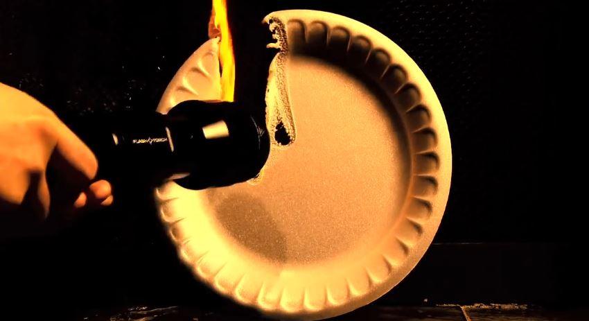 taschenlampe mit lumen unglaublich dieses h llen ger t setzt dinge in brand. Black Bedroom Furniture Sets. Home Design Ideas