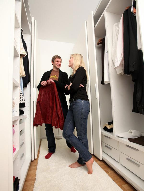 wohnen einen begehbaren kleiderschrank selber bauen. Black Bedroom Furniture Sets. Home Design Ideas