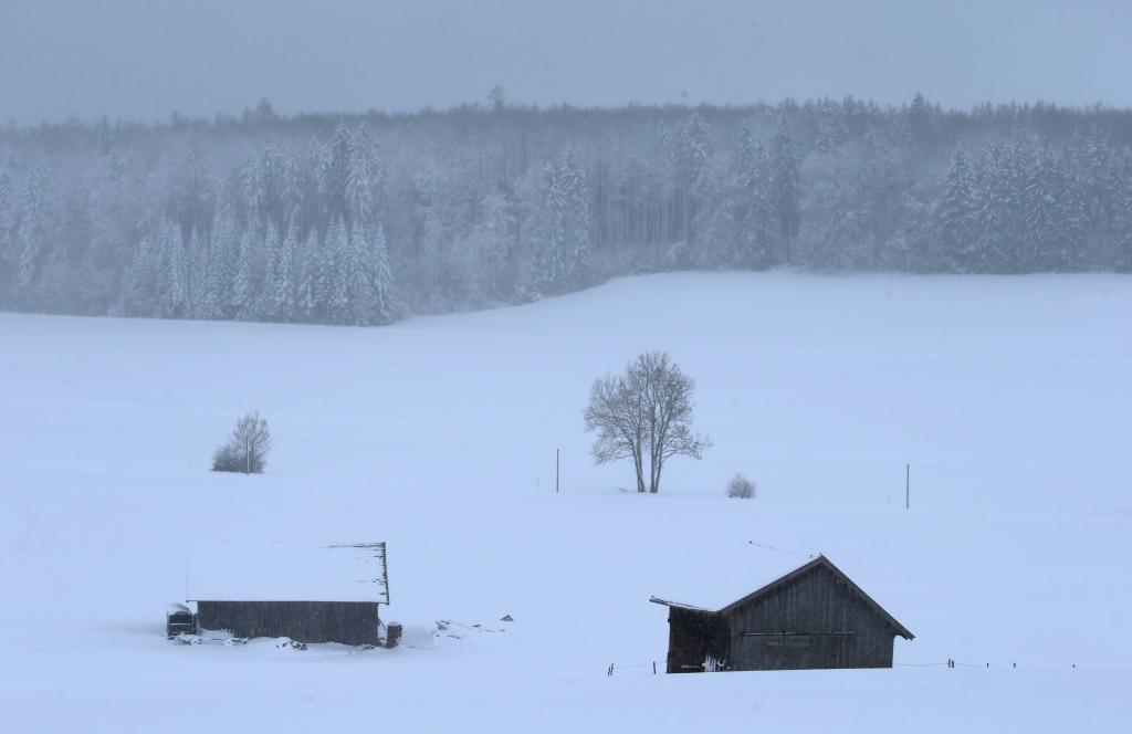 alte frau nackt im schnee