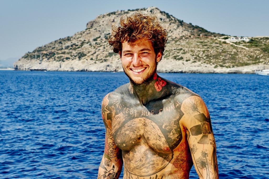 Island elena miras nackt love Love Island: