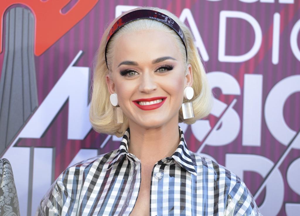 Katy Perry: Nackt und schwanger! In neuem Video lässt der