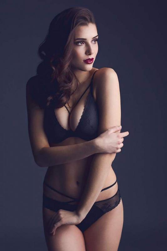 Nina Zwick sexy auf Instagram: Dieses Model macht Emily