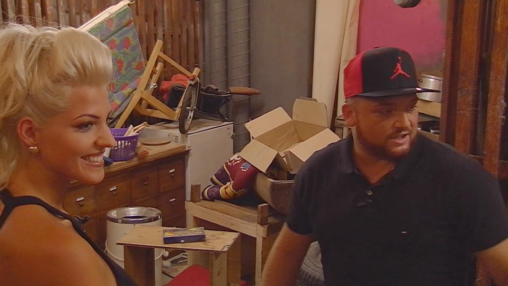 promi bb ganze folge als wiederholung in der mediathek flirt alarm bei promi bb sarah bringt. Black Bedroom Furniture Sets. Home Design Ideas