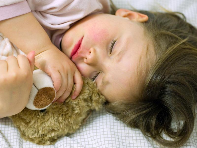 ohrenschmerzen bei kindern das k nnen eltern tun gegen. Black Bedroom Furniture Sets. Home Design Ideas
