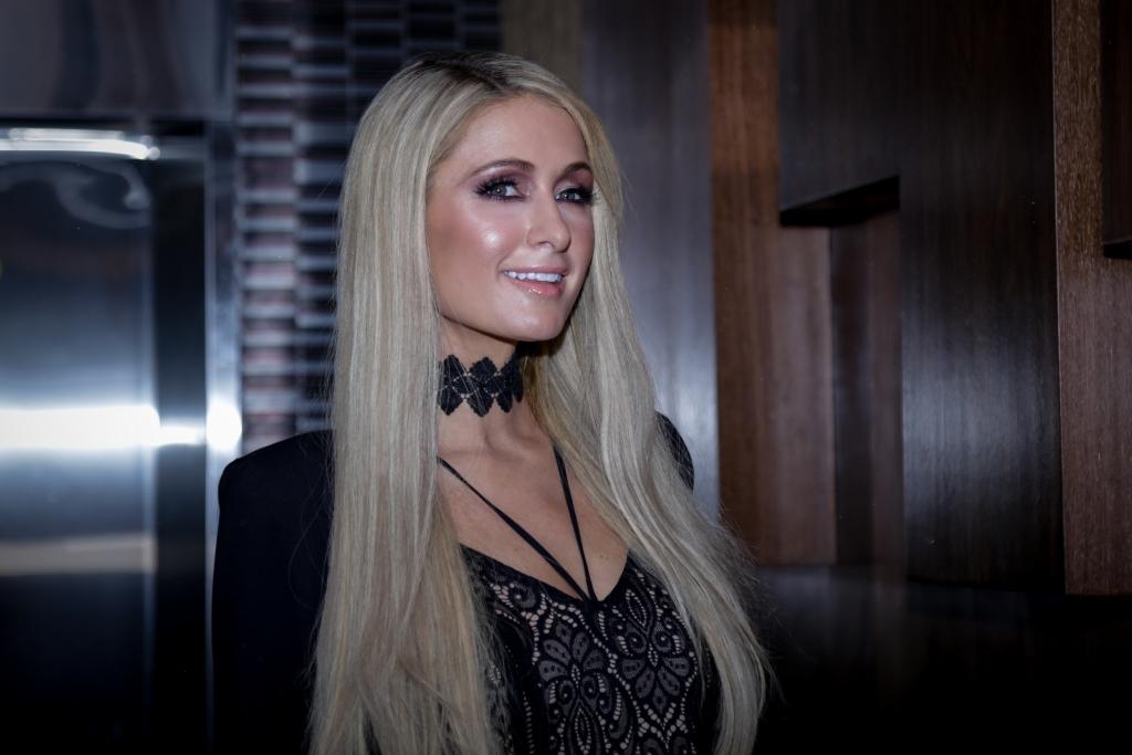Paris Hilton: Nackt gefesselt! Im Bondage-Look wird sie