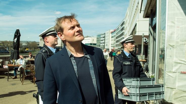 Kriminalhauptkommissar Jens Stellbrink (Devid Striesow) fällt in
