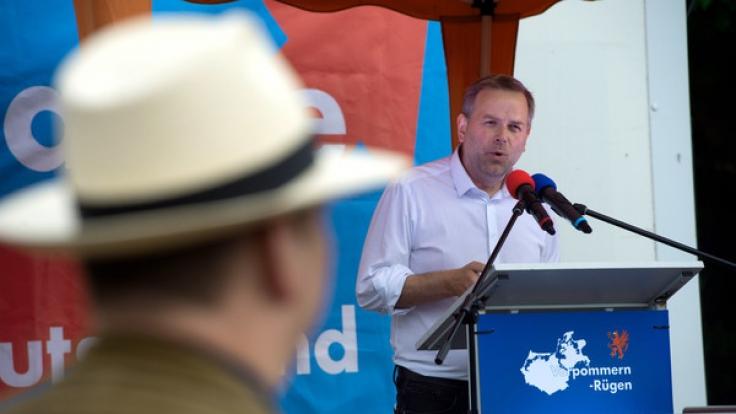AfD-Politiker Leif-Erik Holm kann die Aufregung um das Wahlplakat nicht verstehen. (Foto)