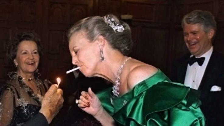 Königliche Zigaretten-Raucherin: Margrethe II., Königing von Dänemark, macht keinen Hehl aus ihrem Laster!
