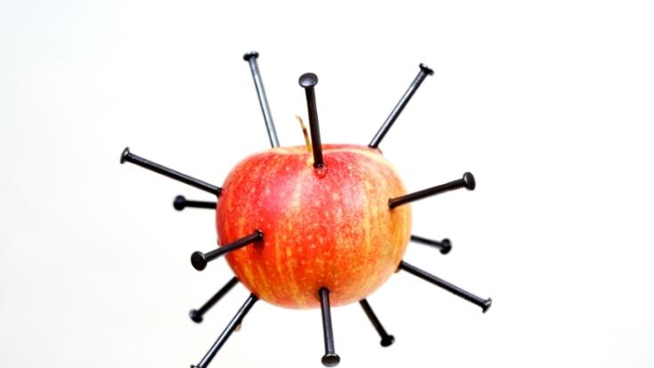 Äpfel sind eisenhaltig. Aber vor dem Verzehr sollte man die Nägel entfernen. (Foto)