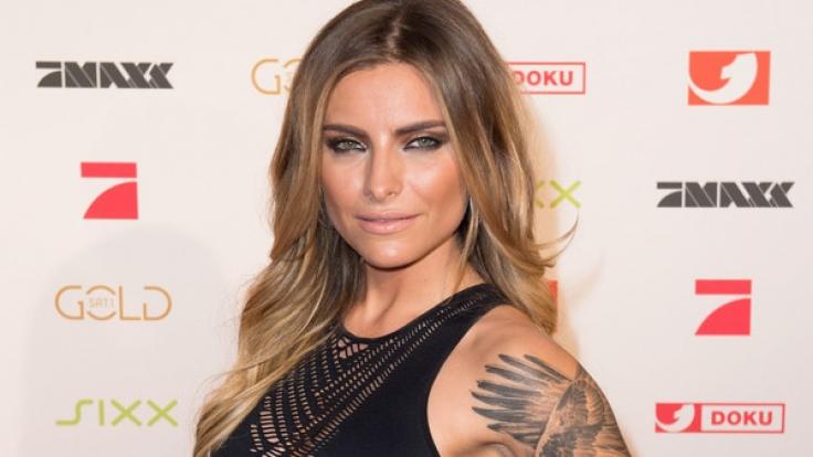 Ihren Ex-Freund Till Lindemann trägt Sophia Thomalla als Tattoo auf dem Arm - und auch sonst scheinen sich die 28-Jährige und ihr Verflossener noch sehr nahe zu stehen. (Foto)