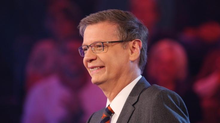 Günther Jauch ist der Frager der Nation. Und hat stets Spaß dabei, seine Kandidaten ein bisschen aus der Reserve zu locken. (Foto)