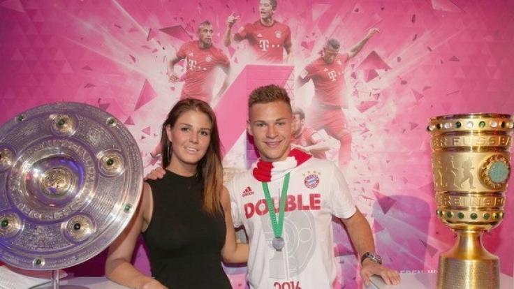Joshua Kimmich mit seiner Freundin Lina Meyer.