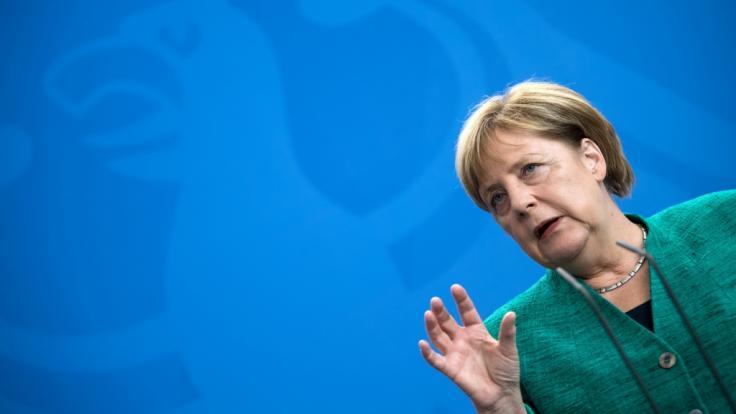 Angela Merkel forderte, dass jeder Deutsche Stellung gegen Rechts beziehen sollte.