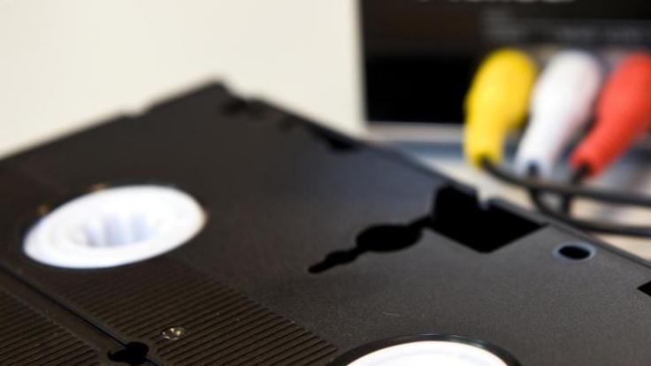 Die Filmschätze in ein neues Zeitalter retten: Mit der richtigen Technik lassen sich die VHS-Kassetten leicht überspielen. (Foto)