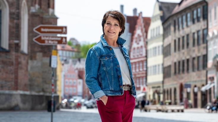 """Trostpflaster für """"Um Himmels Willen""""-Fans: Schauspielerin Janina Hartwig führt als Online-Stadtführerin durch die Altstadt von Landshut, wo """"Um Himmels Willen"""" gedreht wurde. (Foto)"""