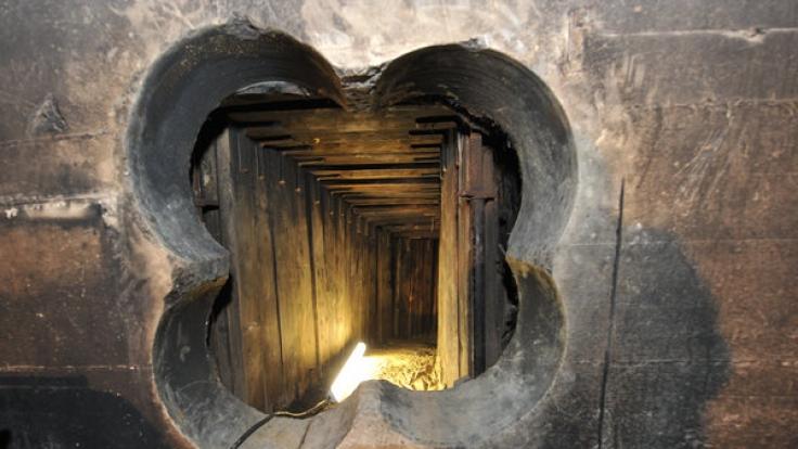 Im Januar 2013 gruben die Täter unbemerkt einen 45 Meter langen Tunnel direkt in den Tresorraum der Bank. Die Polizei hat die Ermittlungen inzwischen eingestellt - ohne Ergebnis.