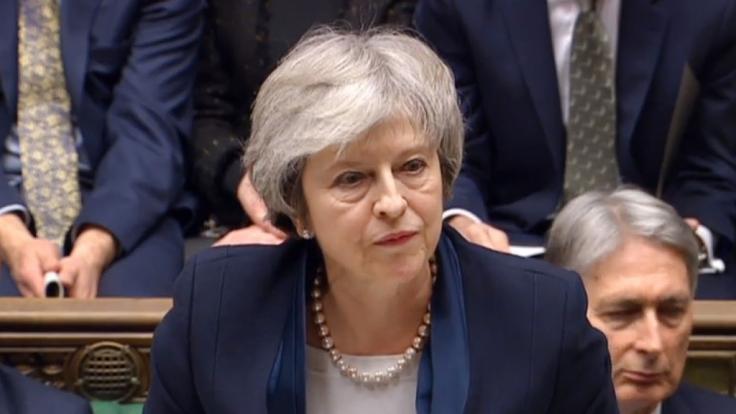 Premierministerin Theresa May spricht, nachdem sie eine Abstimmung über ihren Brexit-Deal im House of Commons, London, verloren hat.