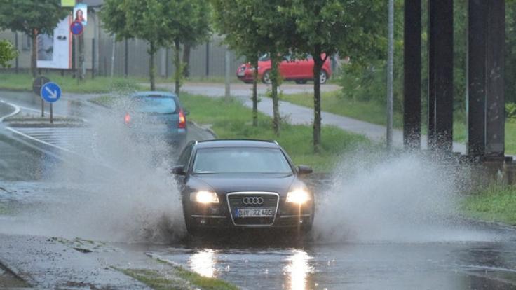 Dauerregen erhöht die Hochwassergefahr in der letzten Juli-Woche 2017. (Foto)