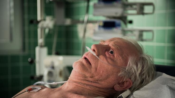 Drama um Hans (Joachim H. Luger): Er ist bewegungsunfähig. Die Diagnose in der Klinik ist schockierend. (Foto)