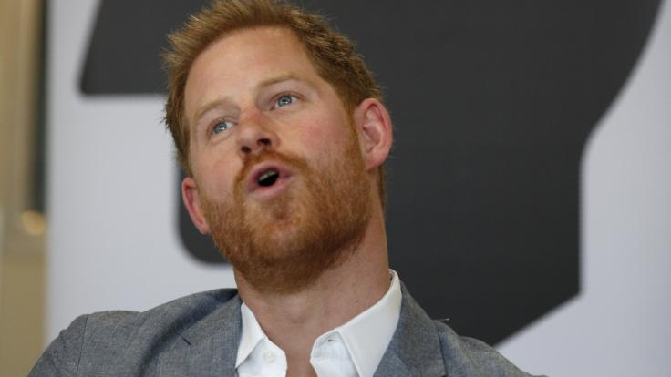 Prinz Harrys Markenzeichen ist sein voller roter Schopf - doch wie lange noch?