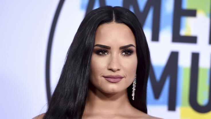 Ist Demi Lovato schwanger - Ein Bild von der kugelrunden Sängerin sorgt für Spekulationen. (Foto)