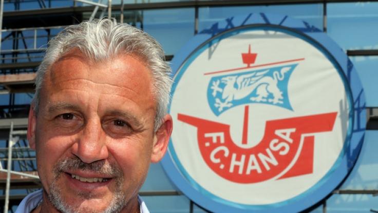 Der 51 Jahre alte Deutsch-Bulgare Pavel Dotchev ist seit Mai 2017 neuer Trainer des Fußball-Drittligisten FC Hansa Rostock. (Foto)