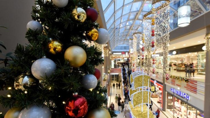 Auch am 4. Advent öffnen viele Geschäfte in deutschen Städte ihre Toren. (Foto)