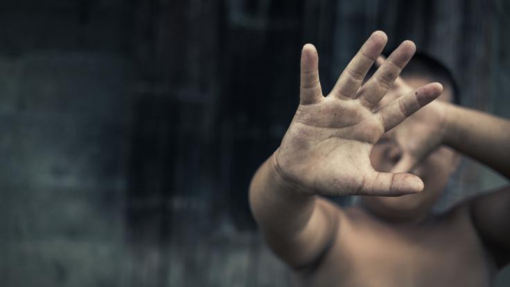 Eine Mutter aus Sachsen missbrauchte ihre beiden Kinder (2, 4), um Kinderpornografie für einen Auftraggeber zu drehen. (Foto)