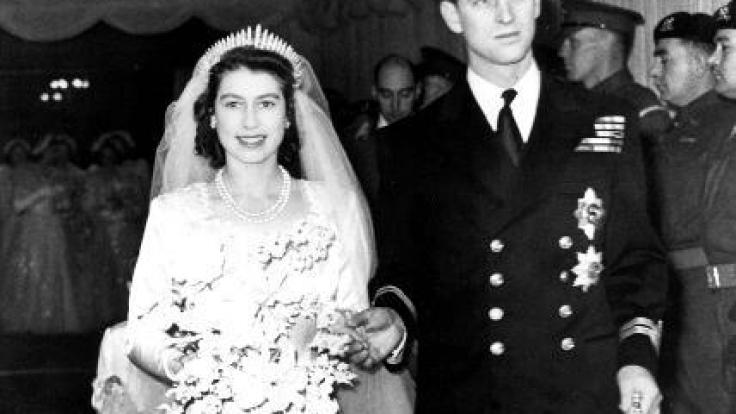 Die spätere Königin Elizabeth II. und Prin Philip gaben sich am 20. November 1947 das Ja-Wort.