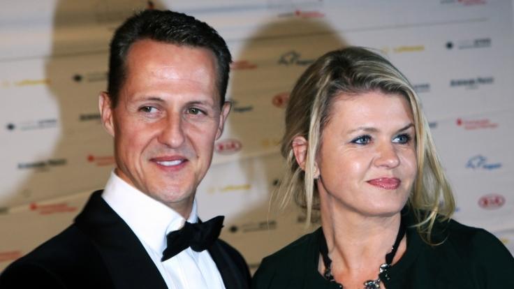 Michael Schumacher mit seiner Frau Corrina. (Foto)