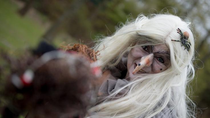 Zur Walpurgisnacht verkleidet sich so manch eine Dame als Hexe.