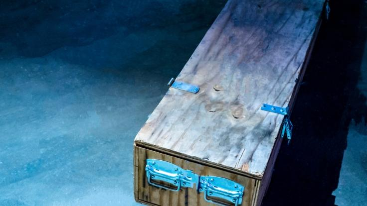 In Südafrika haben Polizisten die Leiche eines Jungen (4) in einer Kiste gefunden. (Symbolfoto) (Foto)