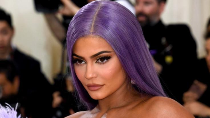 Auf Instagram zog Kylie Jenner blank und duschte splitterfasernackt mit Blut. Einigen Fans ging das zu weit. (Foto)