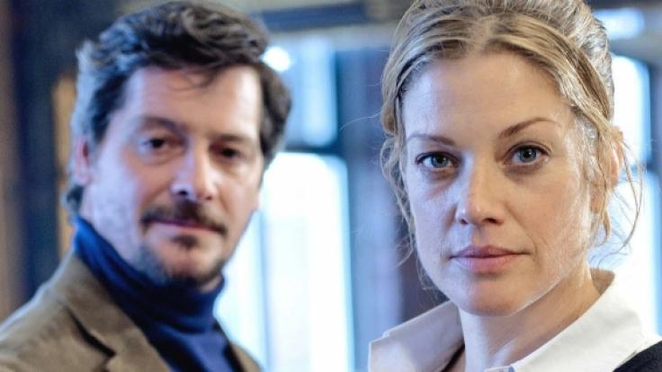 Leslie Cramer (Marie Bäumer) und ihr Verehrer, der Lehrer Dave (Fritz Karl). (Foto)